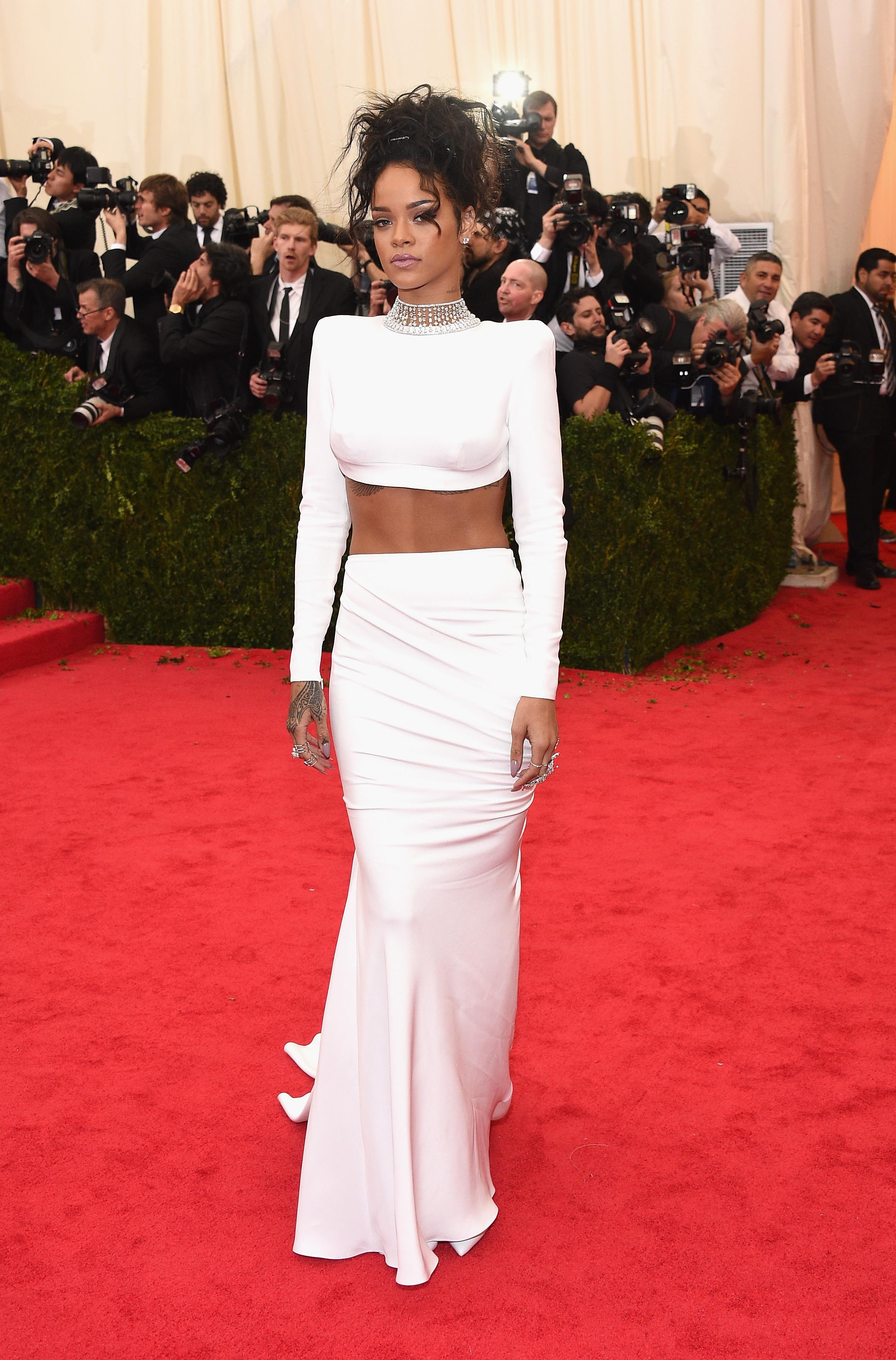 Rihanna Met Gala Red Carpet Photos - Rihanna Red Carpet ...
