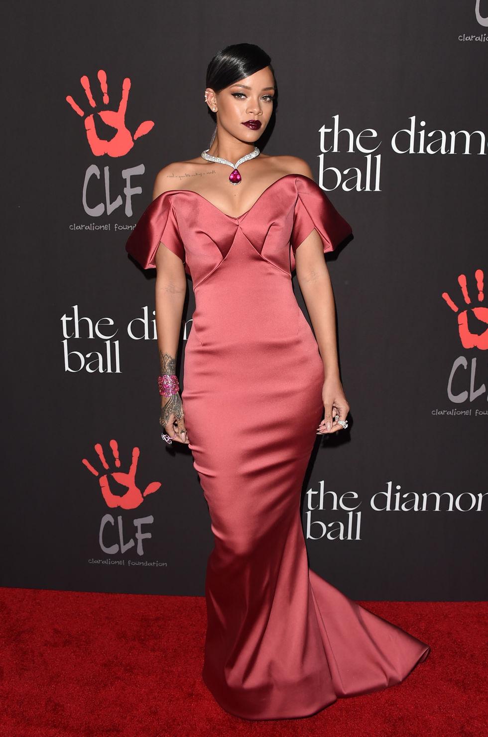 Rihanna Met Gala Red Carpet Photos - Rihanna Red Carpet Fashion Photos