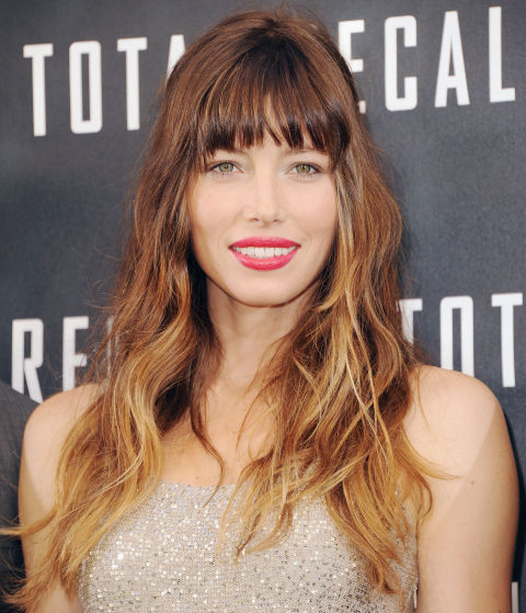 Biel plays with her ombré texture by mixing medium-barrel waves with straight, piece-y strands.