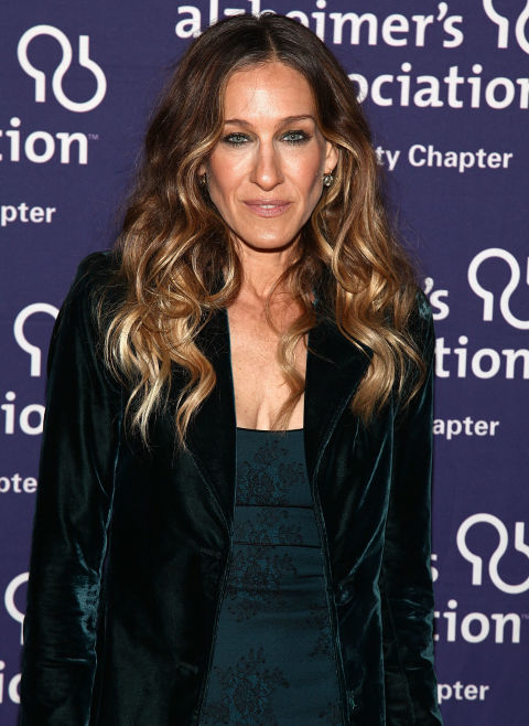 Only wrap the middle section of hair around your curling wand to get straight-ended waves like SJP. So chic.