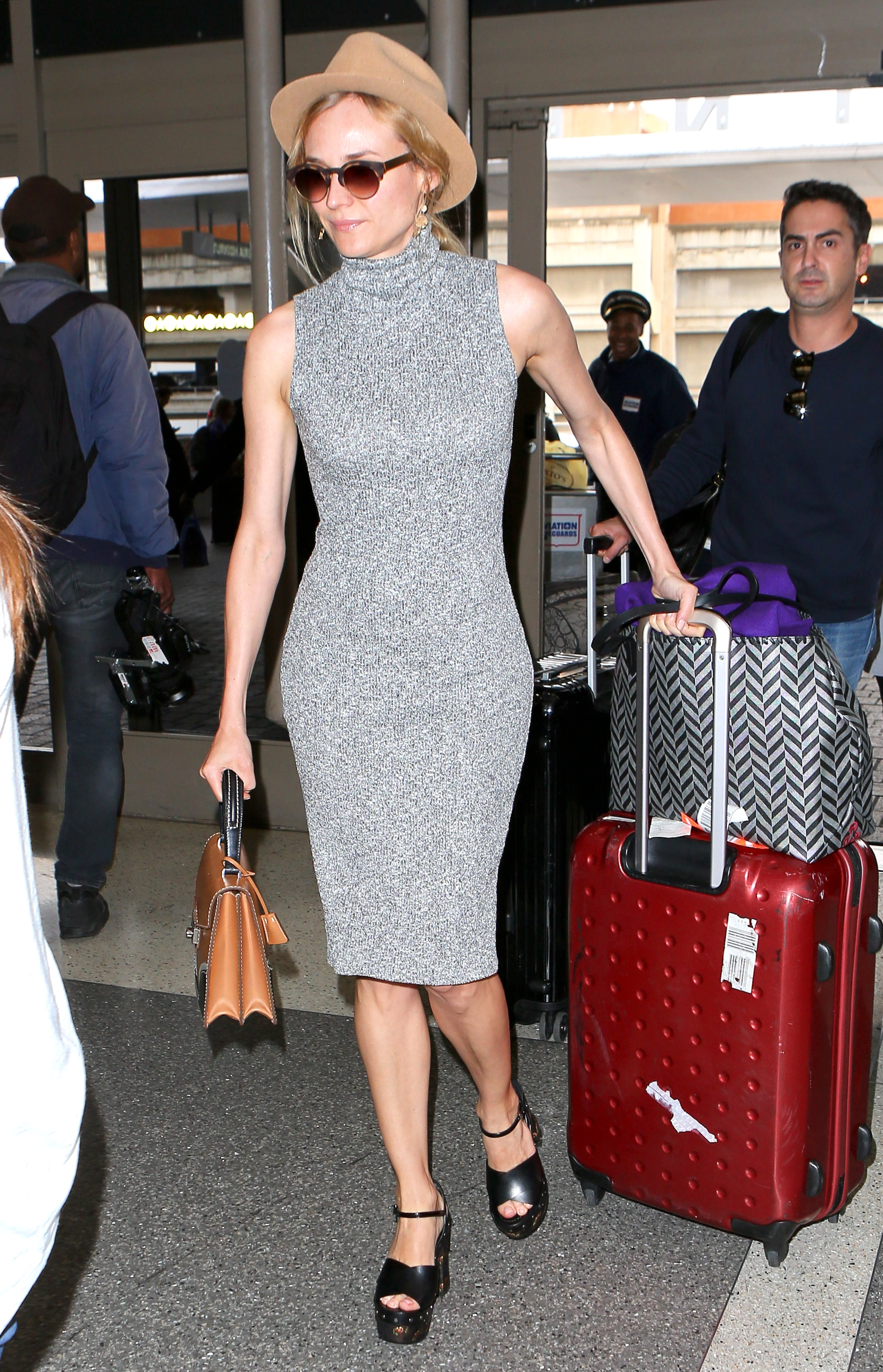 100 Celebrity-Inspired Outfits to Wear on a Plane | Flight ...