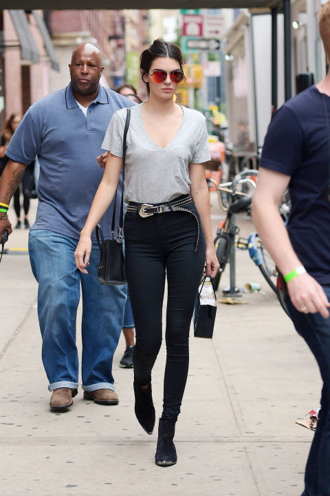 Because she knows full well you can't go wrong in a T-shirt and skinny jeans, she simply tops things off with a studded leather belt and mirrored sunglasses.