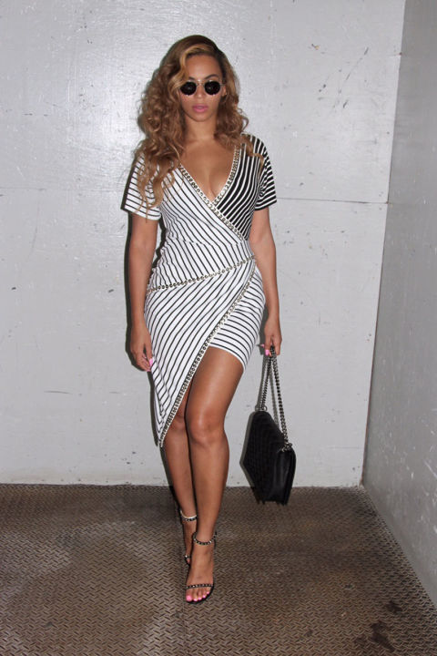 A graphic black-and-white stripe dress gets a modern update in reverse monochromes and an asymmetrical cut, plus studded trim for extra edge. Queen Bey brings the look to even cooler levels with sleek round shades and slim ankle-strap heels.