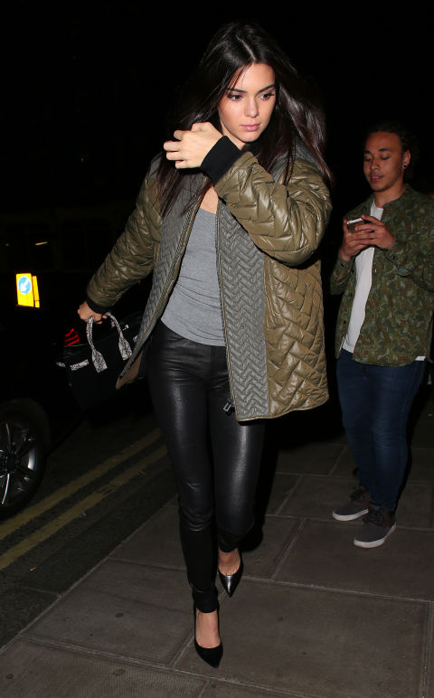 In London, she packs on the layers wearing an army green puffer coat, grey T-shirt, leather leggings, and point-toe pumps.