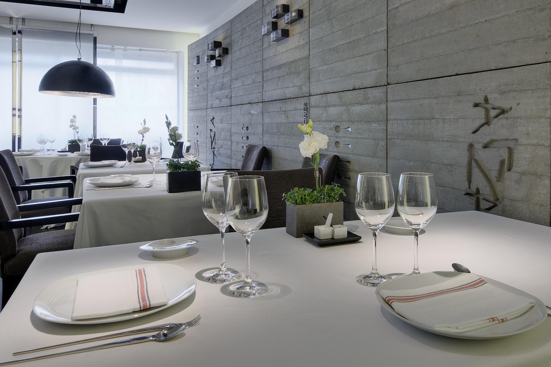 Female chefs with 3 michelin stars elena arzak and clare smyth - Cocinas san sebastian ...