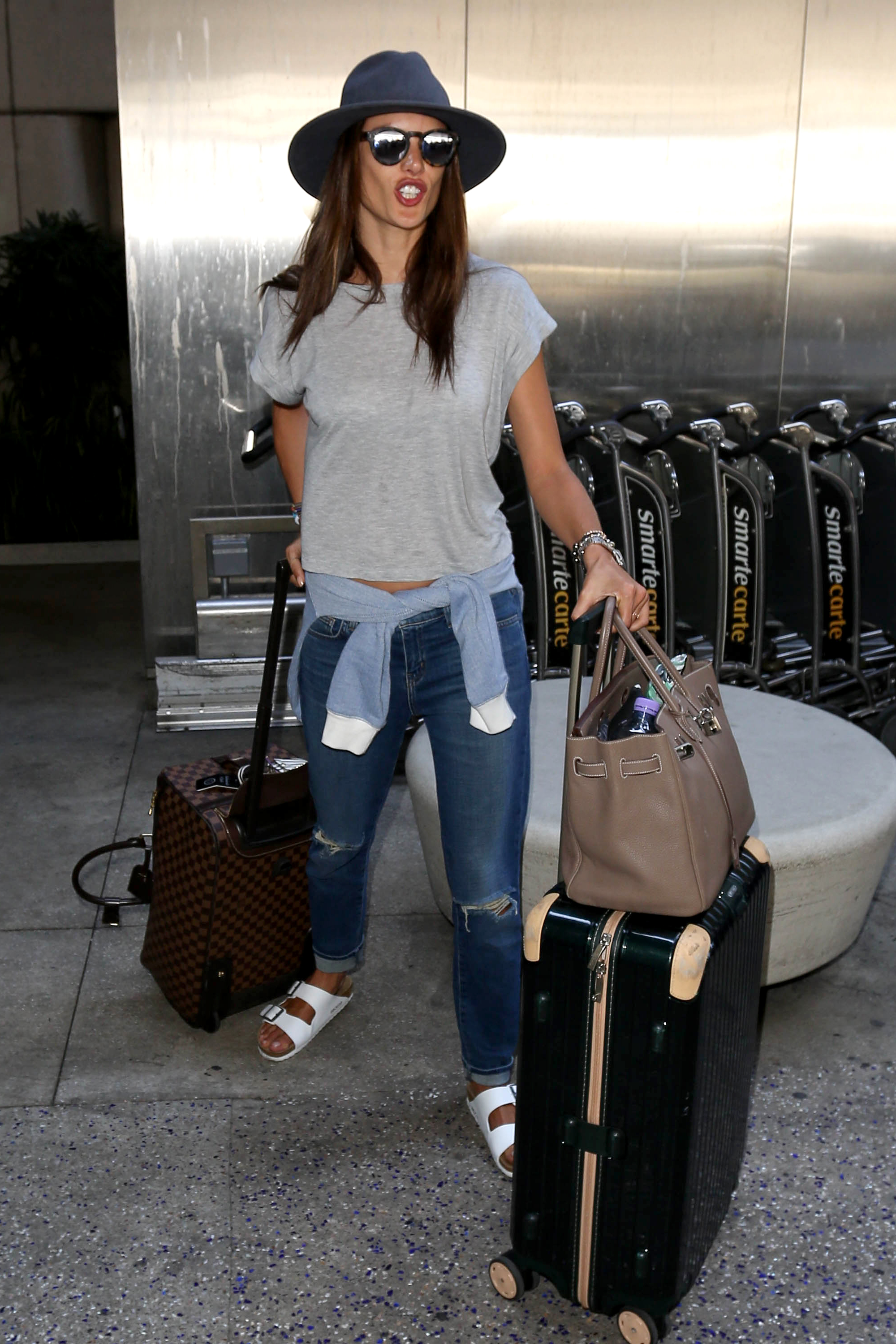 14 Celebrities Struggling At The Airport To Celebrate The