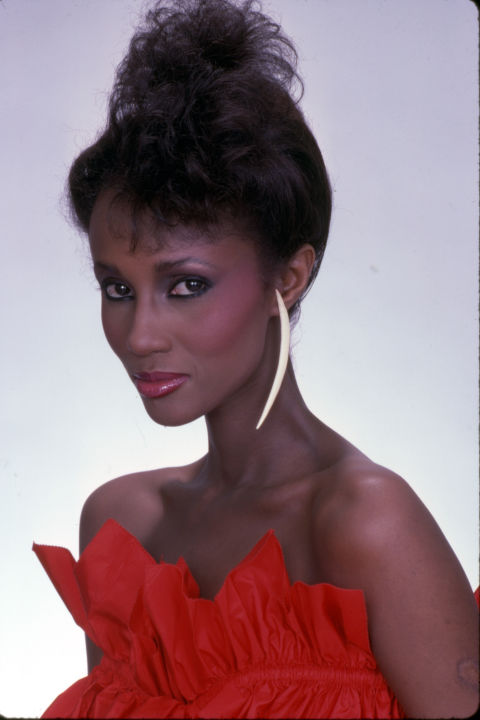 Now a lazy day staple for women everywhere, actresses and models like Iman helped bring this style to the beauty sphere.