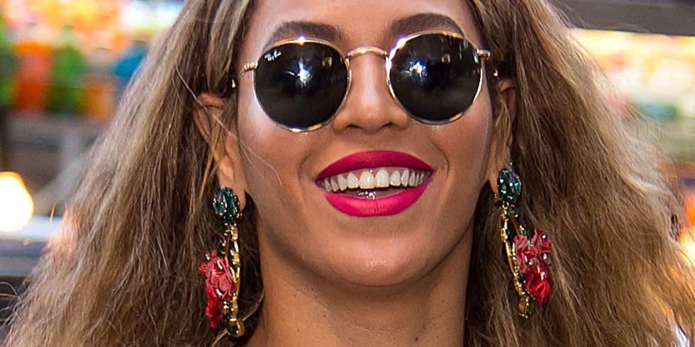 If You Wear Lipstick, You Need to Steal These 5 Tricks ...