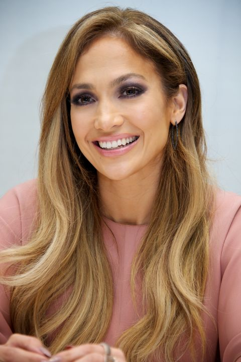 J.Lo accentuates her honey golden highlights with some swooshing S-waves.
