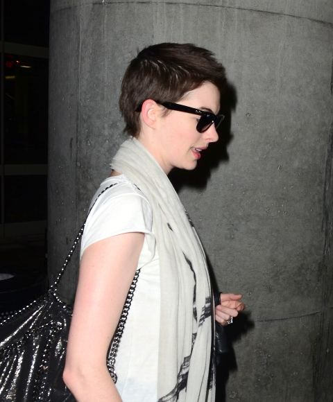 Anne Hathaway Ellen Drinking: 22 Famous Ladies Who Look Great With A Buzz Cut
