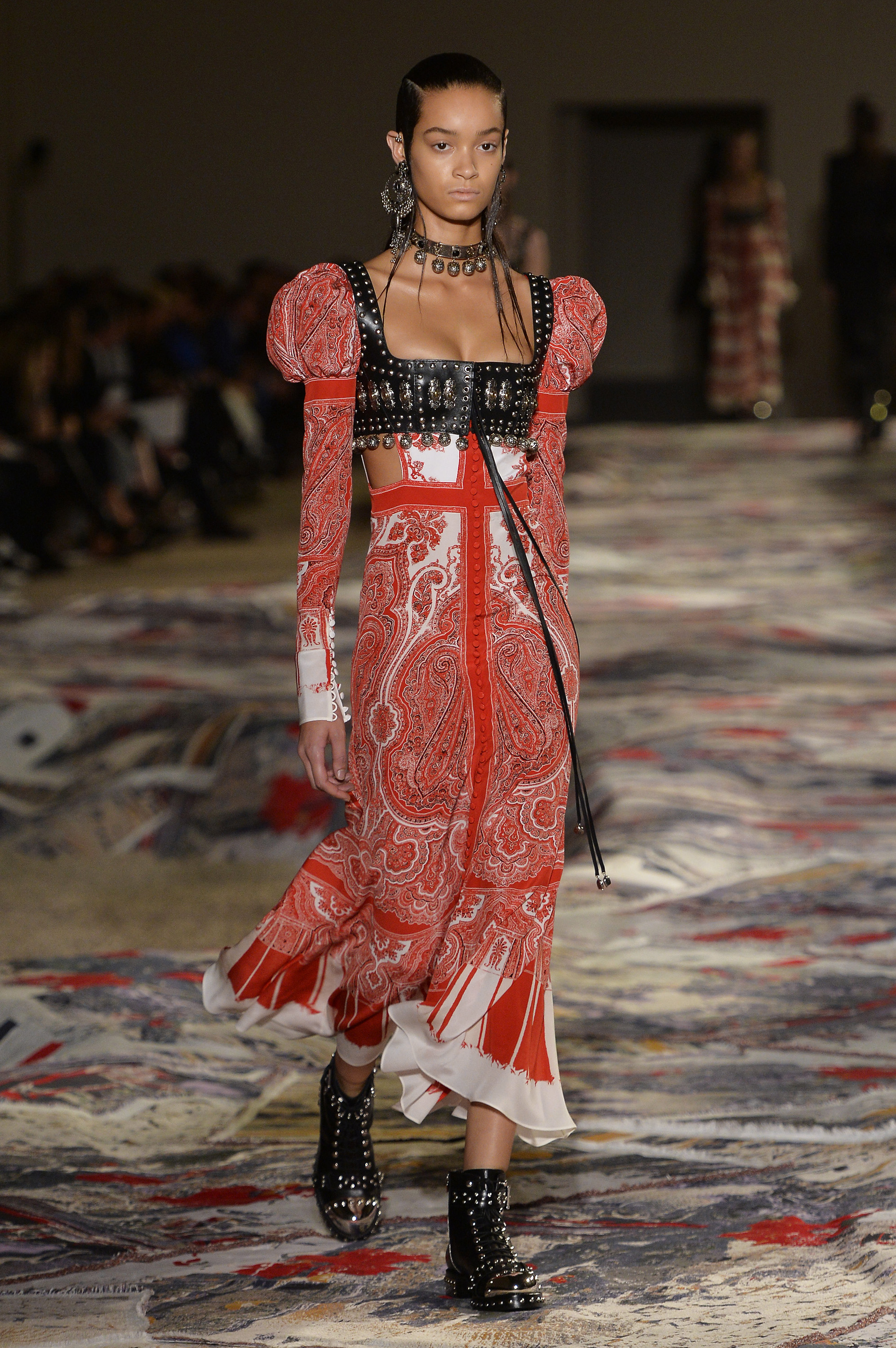 Spring 2017 fashion 39 s best trends for Mac alexander mcqueen