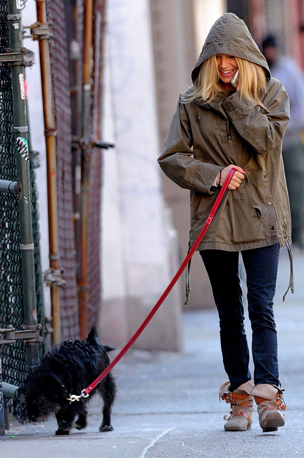 Celebrities Walking Their Dogs Photos - Celebrity Dog ...