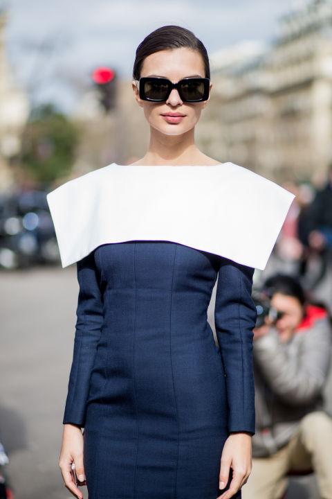 Na Paris Fashion Week, ela parece uma moderna Jane Birkin em tons quadrados. Raen, $ 150, raen.com.