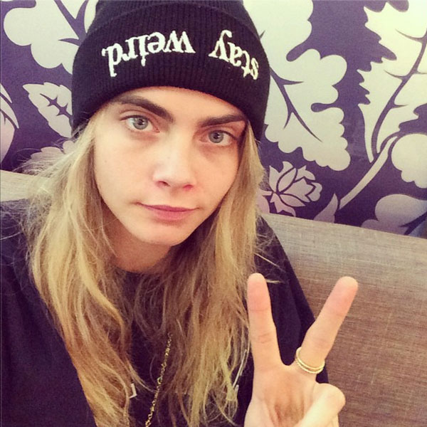 25 Celebrities Without Makeup 2019 - Best Celeb Selfies ...