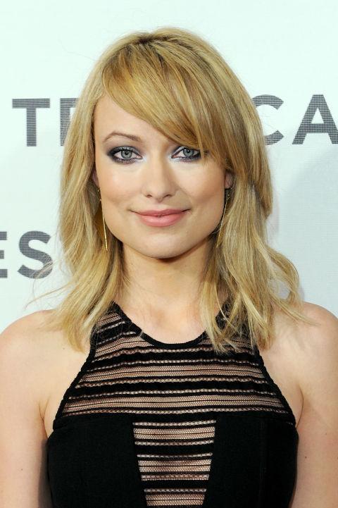 Светлые волосы и боковой челкой двойной сюрпризов, как правило, брюнетка, челка-бесплатная актриса.